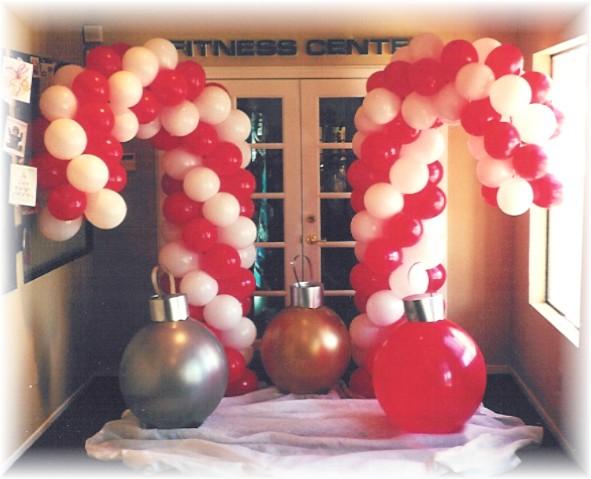 Christmas balloon decor the tickle trunk kelowna balloon for Candy cane balloon sculpture